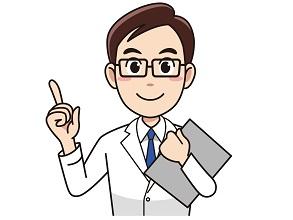 メガネをかけた男性医師